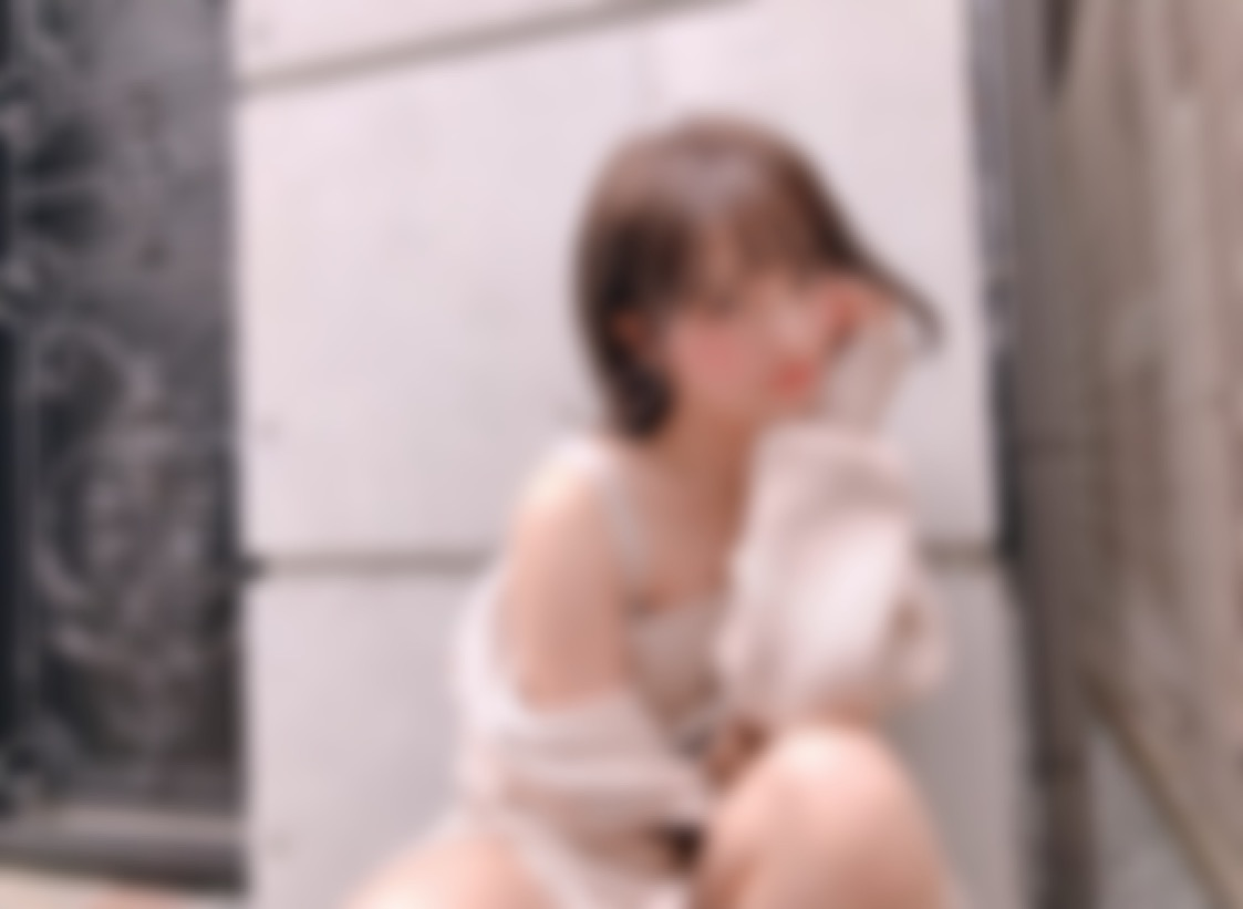 "<span class=""title"">24歳です。神戸でアパレルの会社員をしています!</span>"